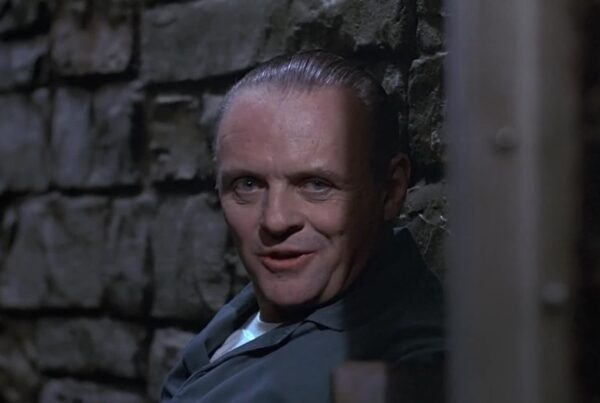 Anthony Hopkins Hannibal Lecter parla in cella