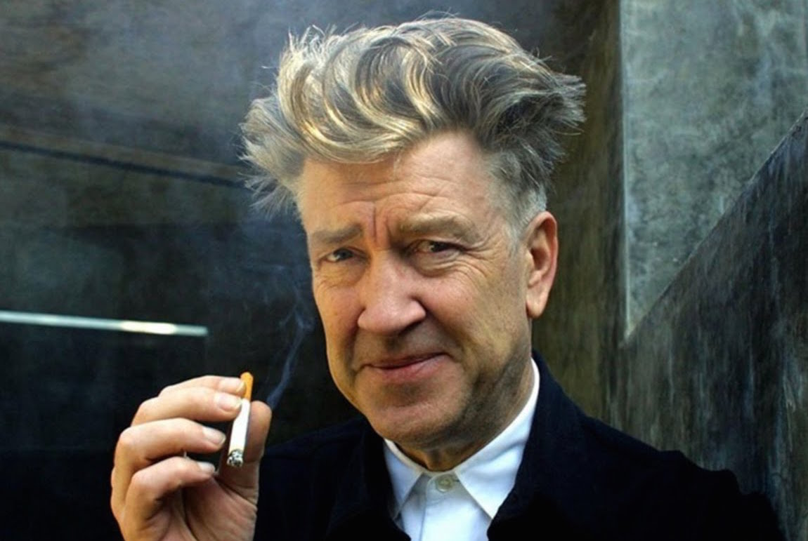 primo piano di David Lynch con in mano una sigaretta